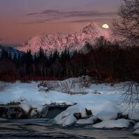 Nikon kalendář 2020 –semifinále | Mesiac nad Kriváňom, foto Jaroslav Šugarek
