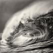 Příběhy divokého oceánu / Wild Ocean Stories © George Karbus: Severní Atlantik je jeden s nejdivočejších oceánů světa. Během zimy obrovské vlny bičují irské pobřeží. / The Northern Atlantic is one of the world's wildest oceans. In the winter, huge waves whip the Irish coastline.