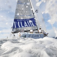 Letošní vítěz evropského ORC šampionátu v Punta Ale – TP 52 ANIENE. Fotografie vznikla při souběžné stíhací jízdě na gumáku, takže stříkající voda je vlastní produkce | Foto Pavel Nesvadba