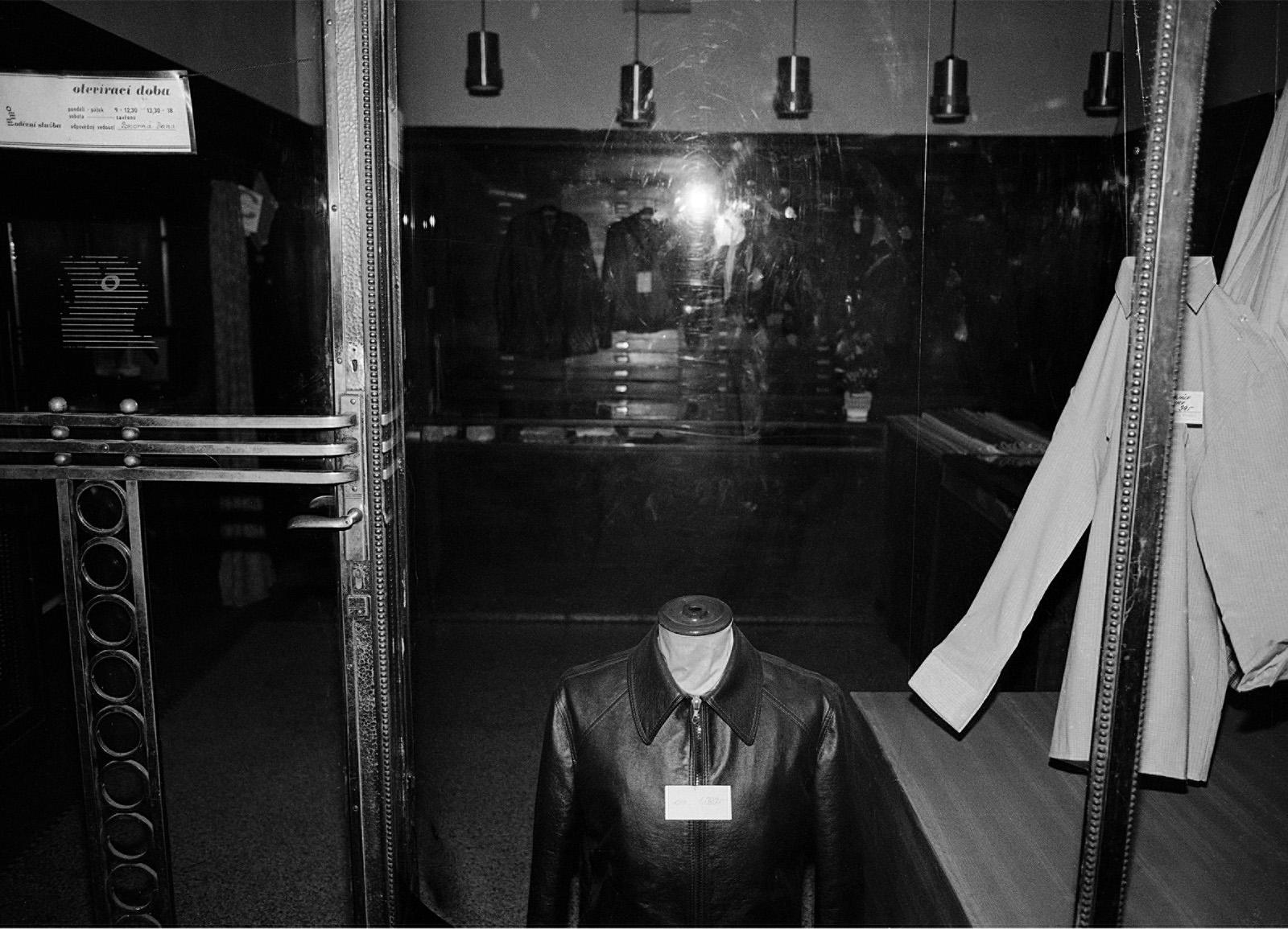 PAMĚTI NOCI – PRAHA 1983 / NIGHT MEMORIES – PRAGUE 1983 © PETER ŽUPNÍK: Bezhlavý pozorovatel / Headless Observer