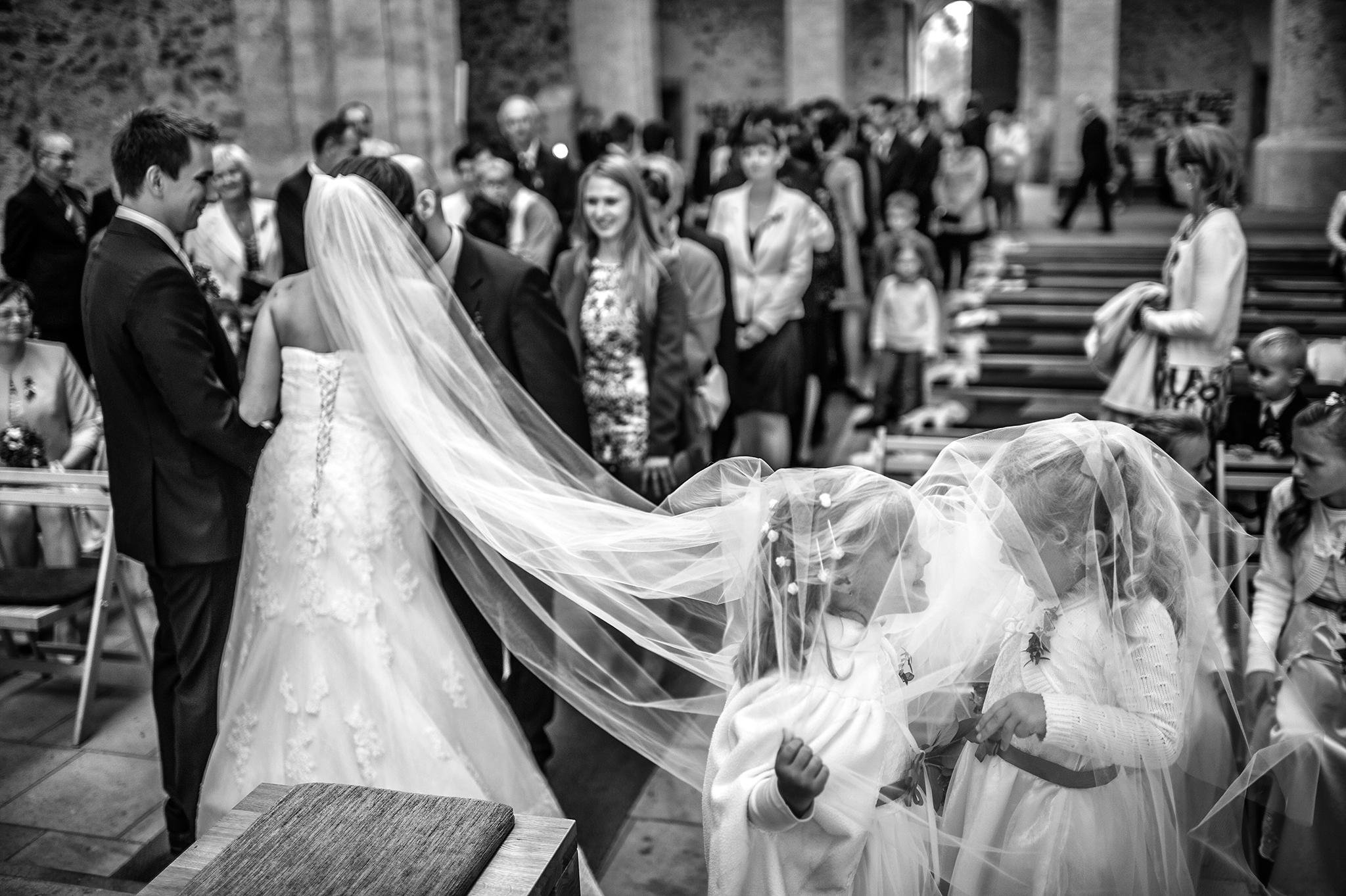 Skvěle dokáže s humorem ve fotografii pracovat (nejen) svatební fotograf Petr Wagenknecht. Rozhovor s ním čtěte zde.