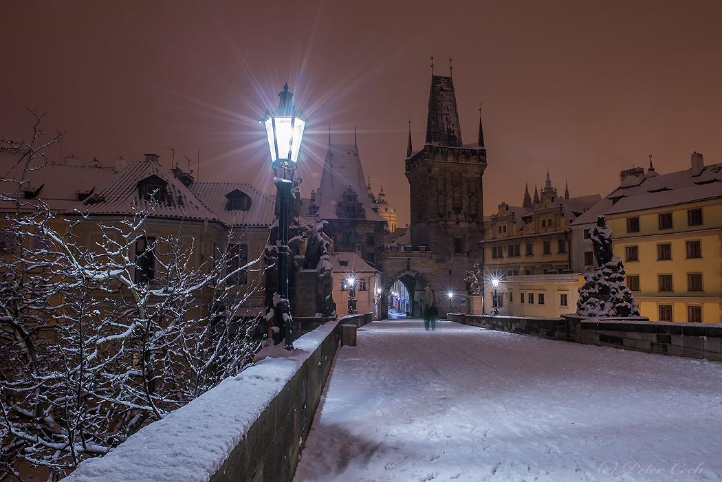 Čerstvý sneh na Karlovom moste