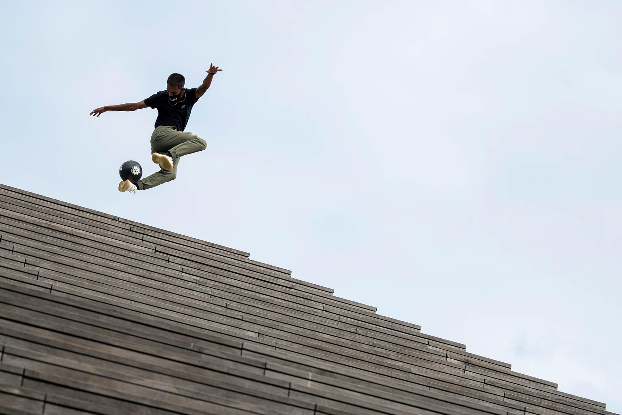 Freestyle fotbalista | Foto Little Shao Photographer |Nikon Z 50+ Nikkor Z 70–200 mm f/2,8 VR S | ISO 100, 1/1 250 s, F2,8
