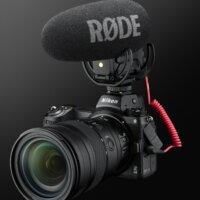 Nikon Z 6II s objektivem Nikkor Z 24–70 mm f/2,8 S a externím mikrofonem