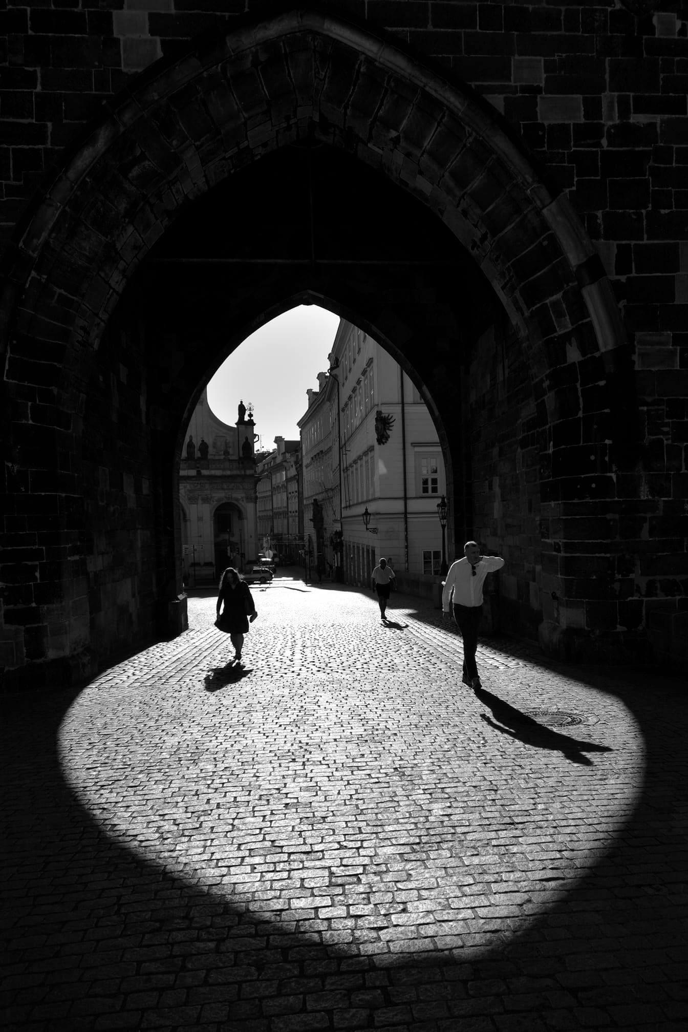 Zajímavý světelný moment na Karlově mostě   Foto Tibor Mosko