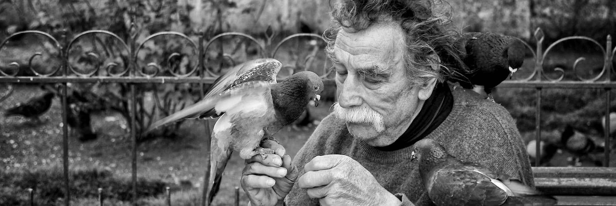 """""""Když černobílá fotka nemá obsah, tak se na to koukat nedá."""" Rozhovor s Honzou Jirkovským o street fotografii, reportáži a dokumentu"""