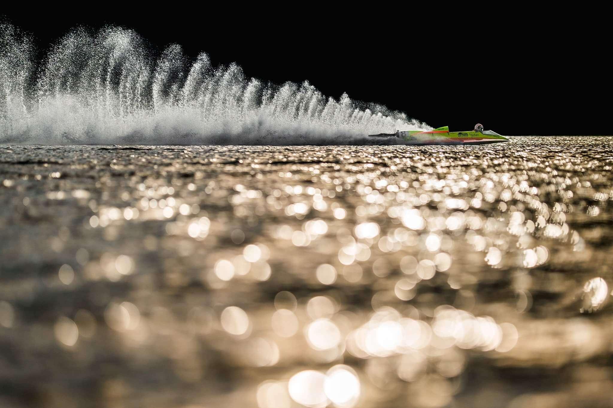 Formule na vodě ve večerním protisvětle (Nikon Z6 a ND filtr) | Foto Radek Caga