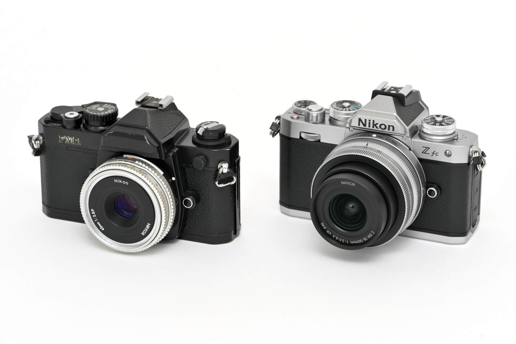 """Můj Nikon FM2 je sice v celočerném provedení, nicméně rodová příbuznost je více než zřejmá. Třeba jen taková drobnost, jako je stejný """"čudlík"""" aretace objektivu, to je krása :-)"""