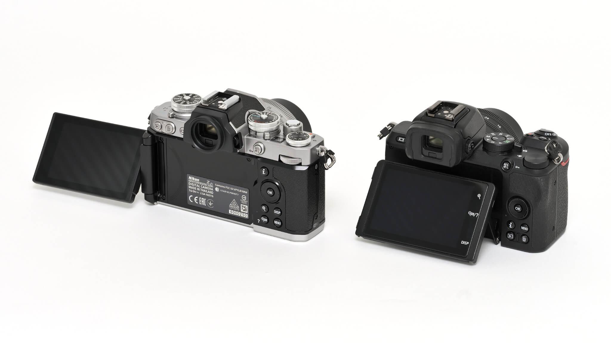 Porovnání Nikonu Z fc a Z 50 zezadu