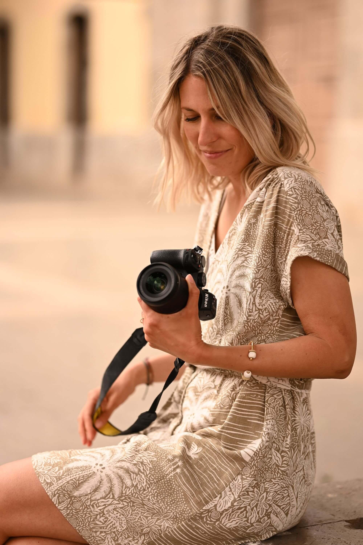 Chcete-li svůj objekt izolovat od pozadí a vytvořit úžasný hladký bokeh, použijte Nikkor Z 85 mm f/1,8 S. Portrét Kathrin Schafbauer pořízený Brettem Florensem