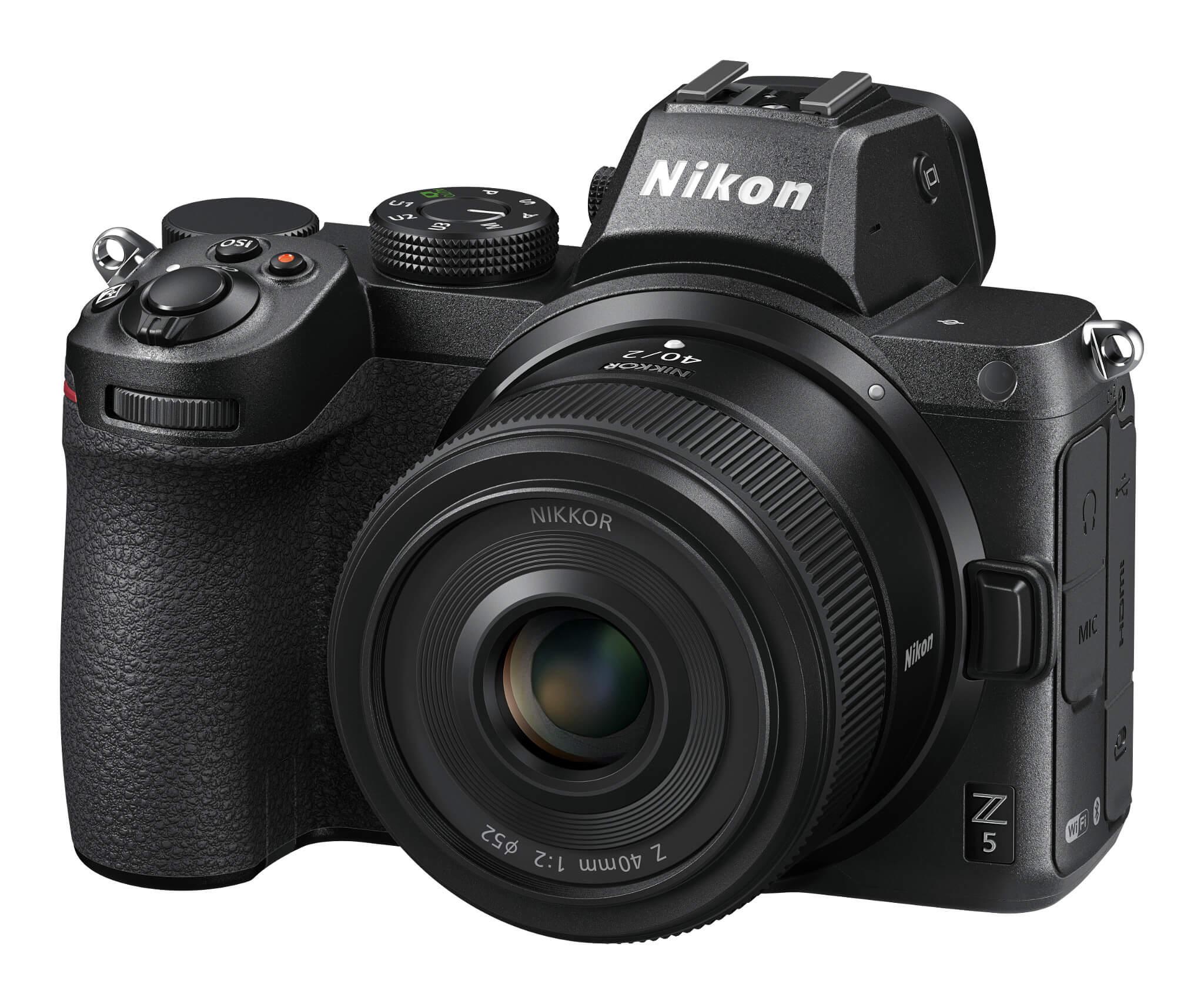 Objektiv Nikkor Z 40 mm f/2 na těle Nikonu Z 5