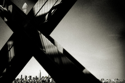 Crossing Williamsburg Bridge, New York 1997 | © Andreas H. Bitesnich