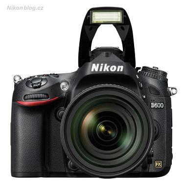 Výklopný blesk podporuje Nikon CLS (Creative Lighting System), tedy bezdrátové ovládání externích blesků