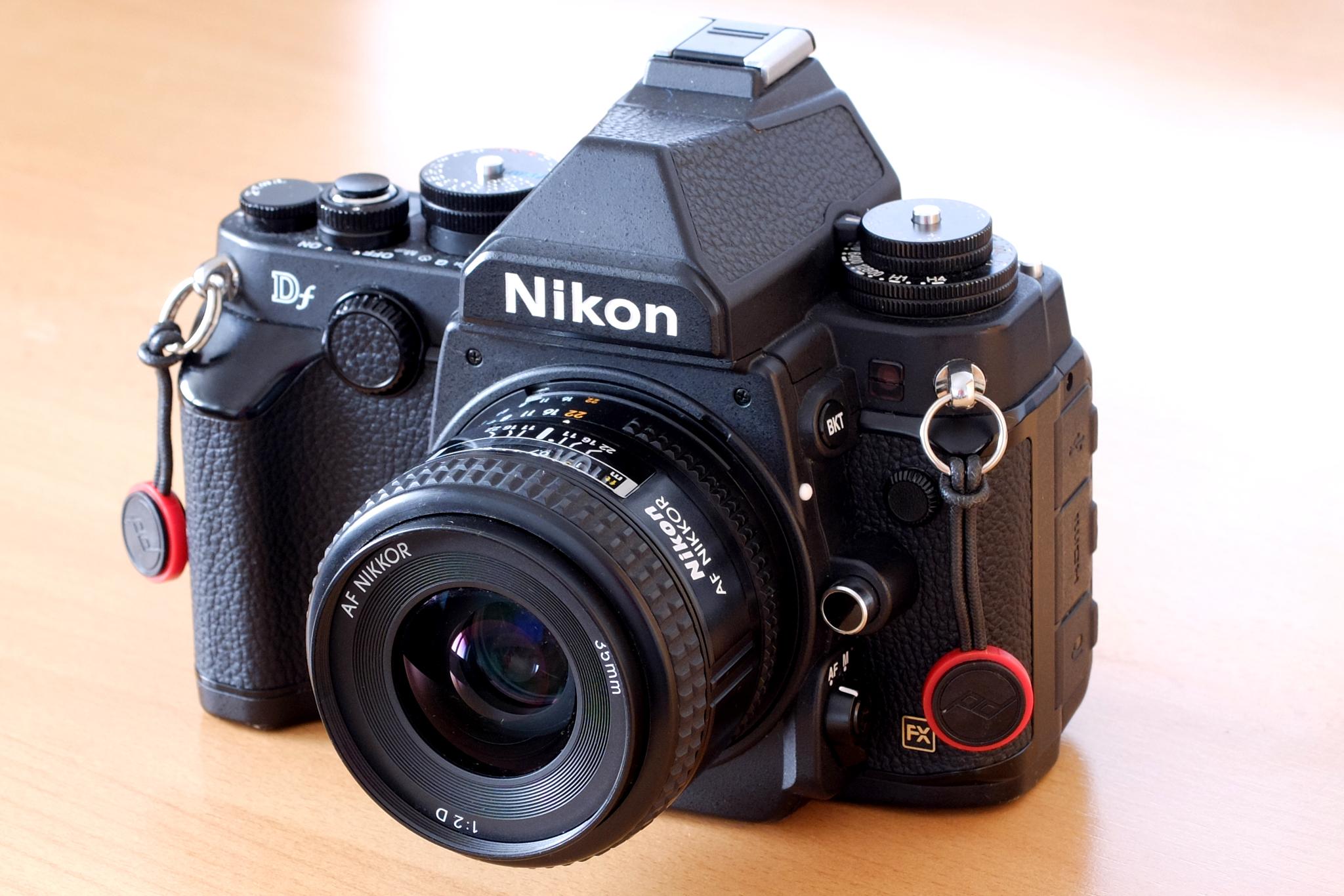 AF Nikkor 35 mm F2D na těle Nikon Df