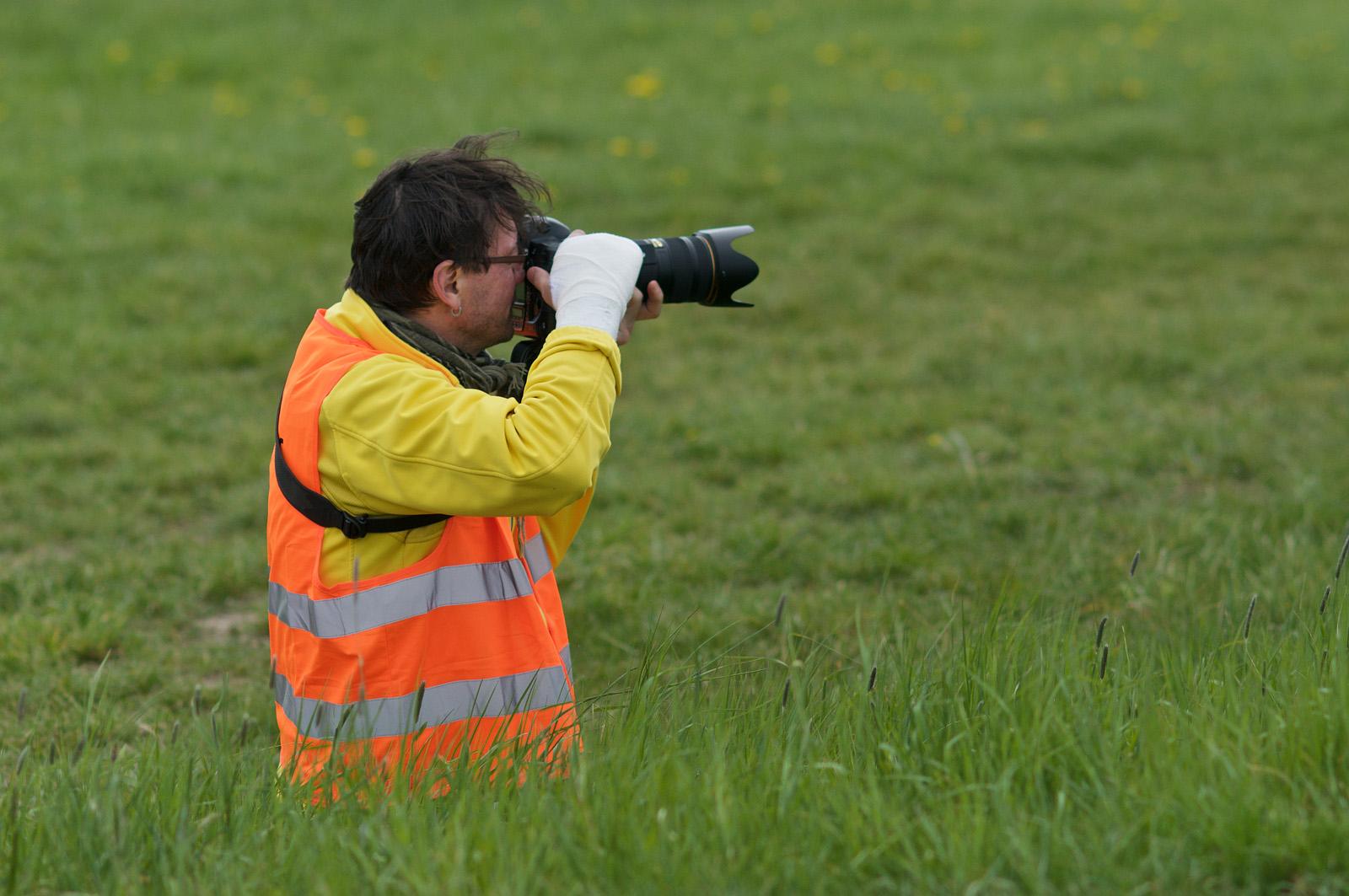 Sádrový trpaslík. Fotografie z článku Gyps foto – jak se fotí závody se sádrou na ruce | Foto Martin Reiser