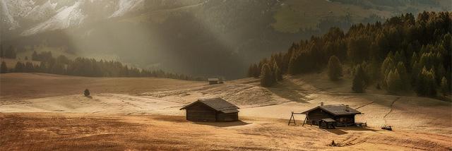 V podzimní krajině Fotky měsíce Nikonblogu. Kdo vyhrál říjnové kolo?