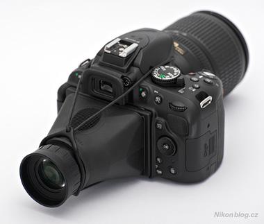 Displejová lupa Hoodman HoodLoupe 3.0 na Nikonu D5200