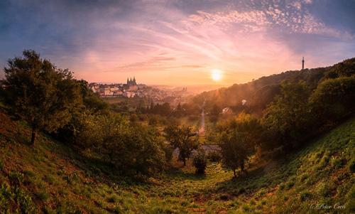 JSEM | Fotka týdne Nikonblogu –11. kolo | Dream about Petrin Hill | Foto Peter Čech