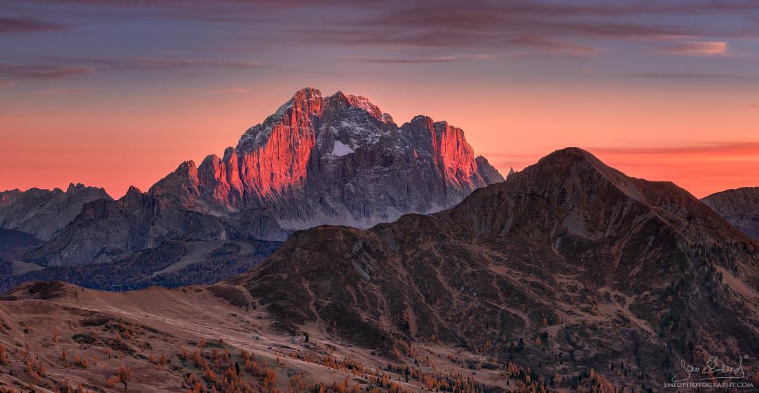 Štíty hor, co nejdou překlenout | Panorama složené z 15 fotografií (5 expozic plošně v jedné řadě + 3* expoziční bracketing) | Nikon D500 | Foto Jan Šmíd