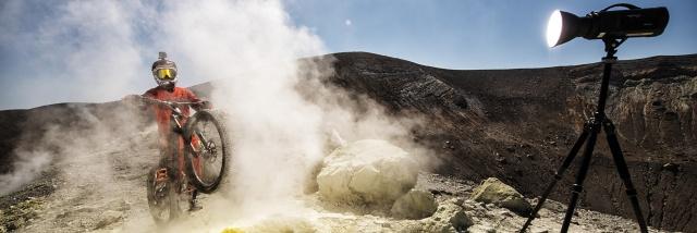 Tři italské sopky, tři extrémní bajkeři a Nikon D5. A rozhovor s Milošem Štáfkem, fotografem projektu 3volcanos