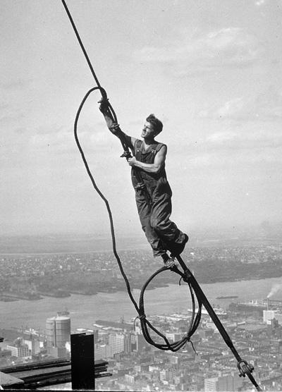 LEWIS HINE 1874–1940 (USA) Stúpanie k Landmarku: Ikarus | © George Eastman House | Galéria mesta Bratislavy – Mirbachov palác