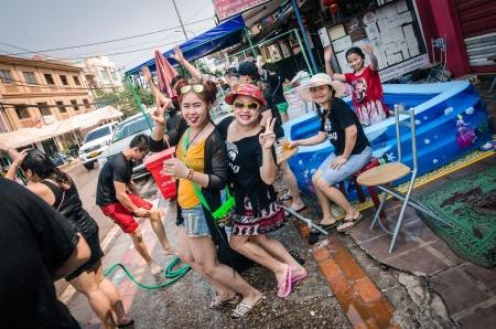 Čtenářský cestopis: Laoský nový rok – voda, kam se podíváš