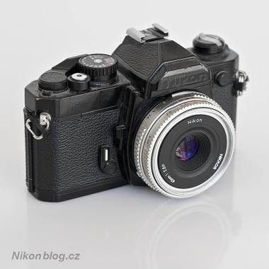 Nikon FM2 a Nikkor 45 mm F2,8P
