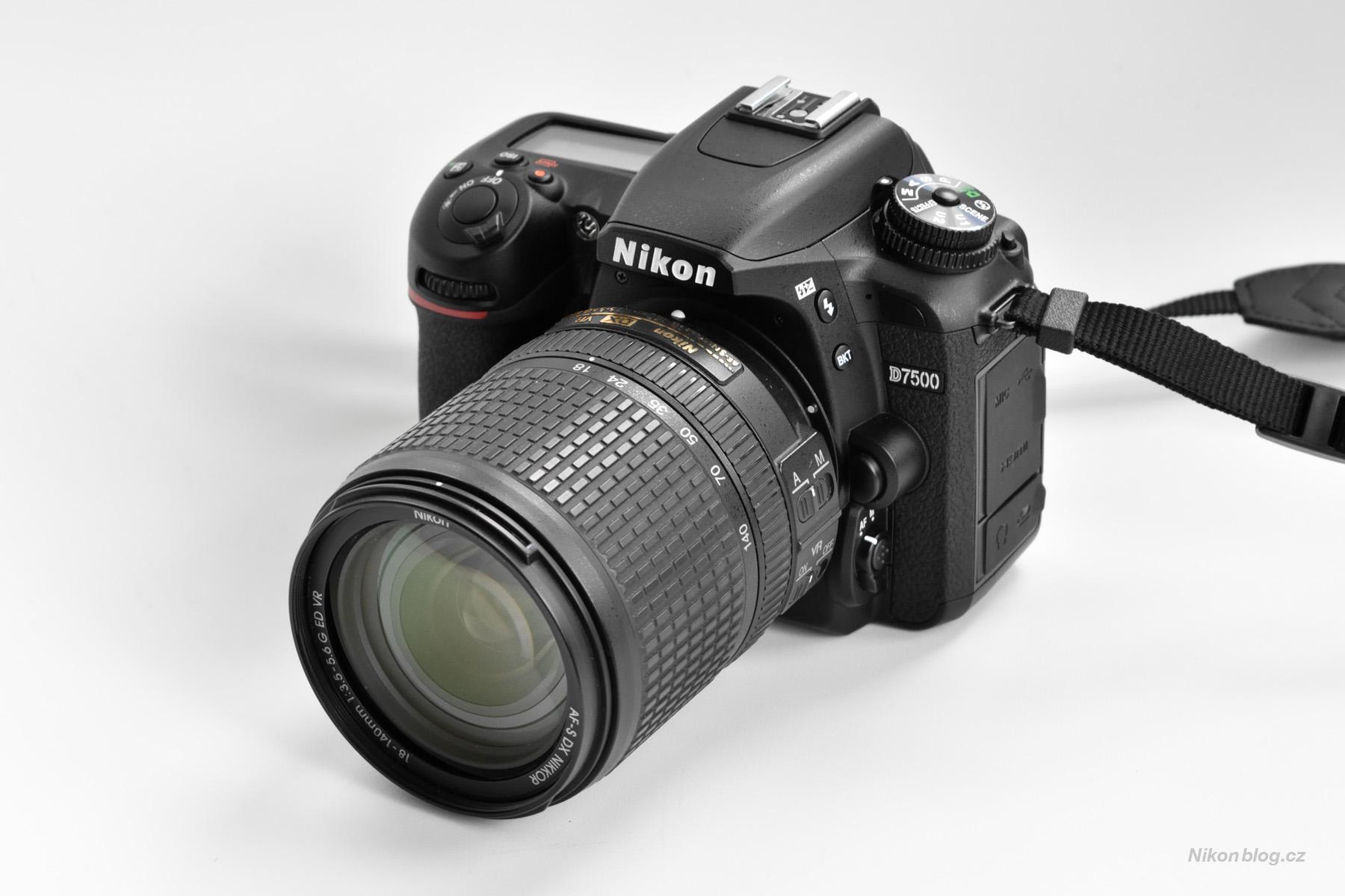 Nikon D7500 s objektivem AF-S DX Nikkor 18–140 mm F3,5–5,6G ED VR