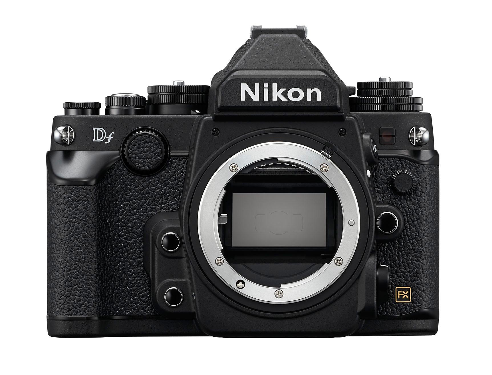 Retro model Nikon Df sice nemá vestavěný blesk a neumí natáčet video, pohon autofokusu z těla mu – stejně jako každé další FX zrcadlovce Nikonu – nechybí