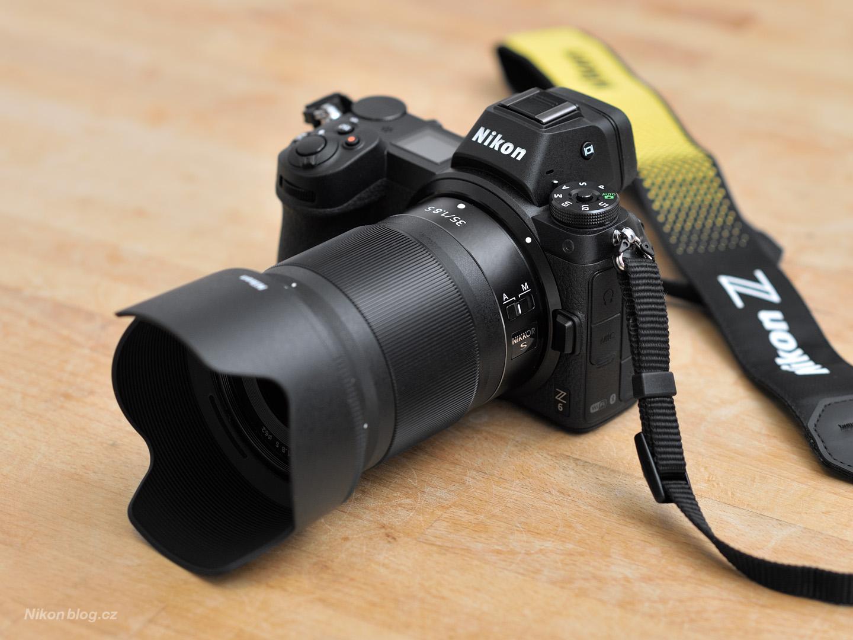Nikkor Z 35 mm f/1,8 S na těle Nikon Z6