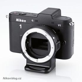 Redukce FT1 nasazená na těle Nikon 1 V1