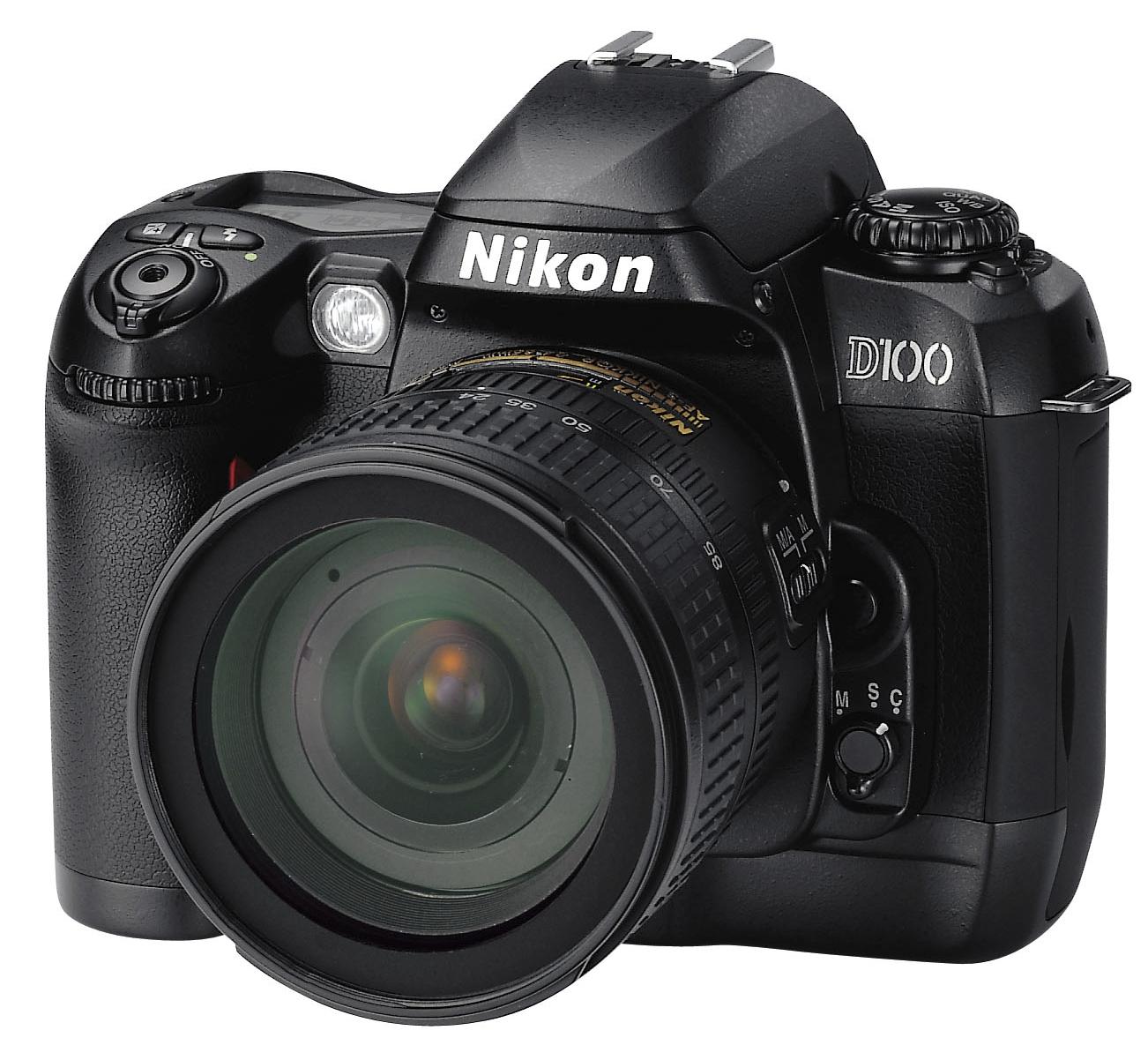 První cenově dostupná DSLR Nikonu –D100, představená v roce 2002