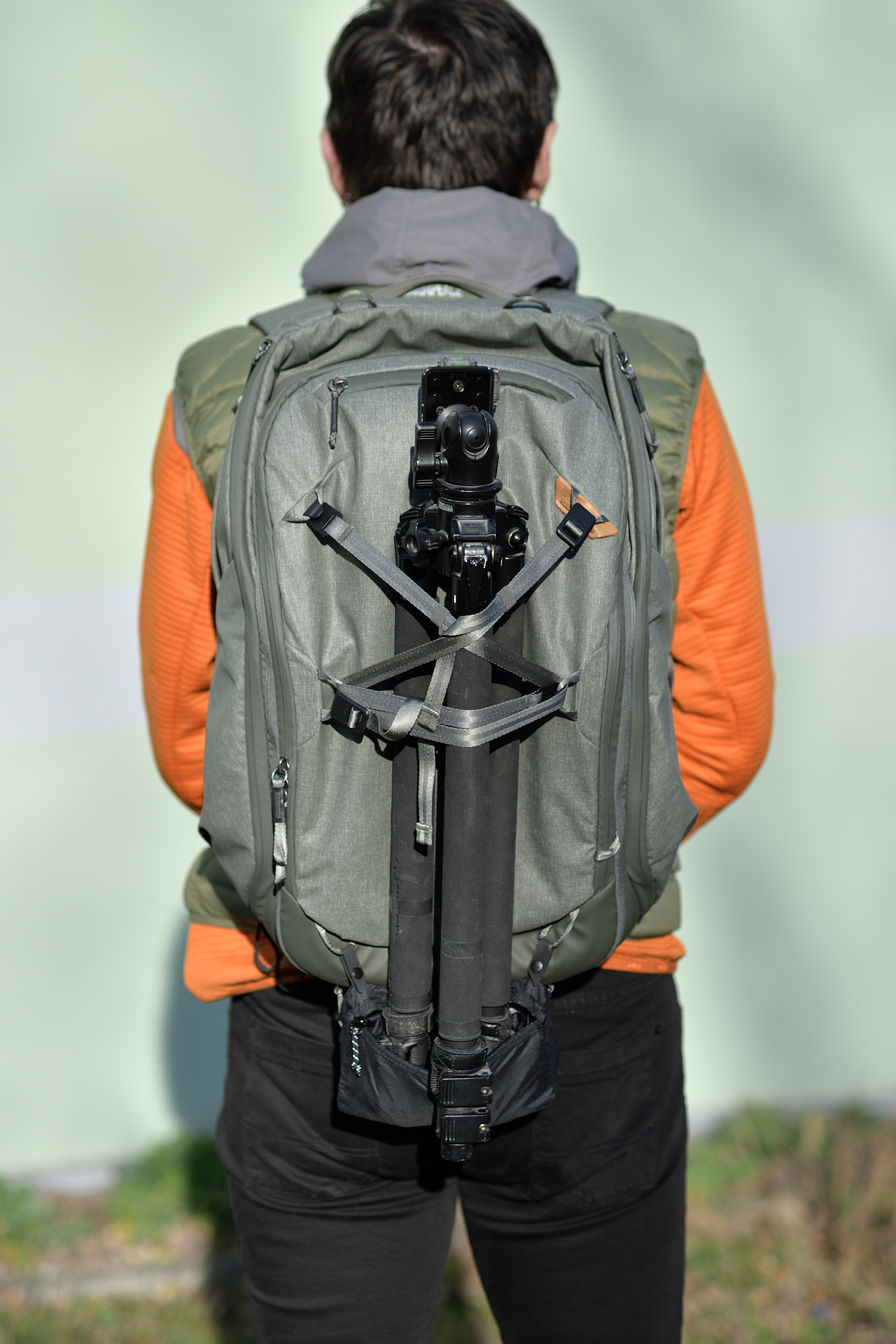 """Můj vlastní zlepšovák: rozepnutý """"pytlík"""" s pláštěnkou Rain Fly lze použít i jako opěrku pro stativ umístěný ve středu zadní stěny :-)"""