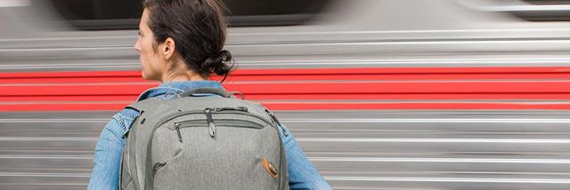"""Peak Design Travel Backpack 45L –""""systémový"""" (foto)batoh pro každou příležitost"""