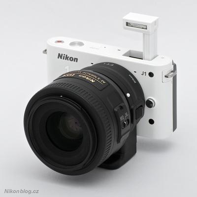 Vestavěný blesk Nikonu 1 J1