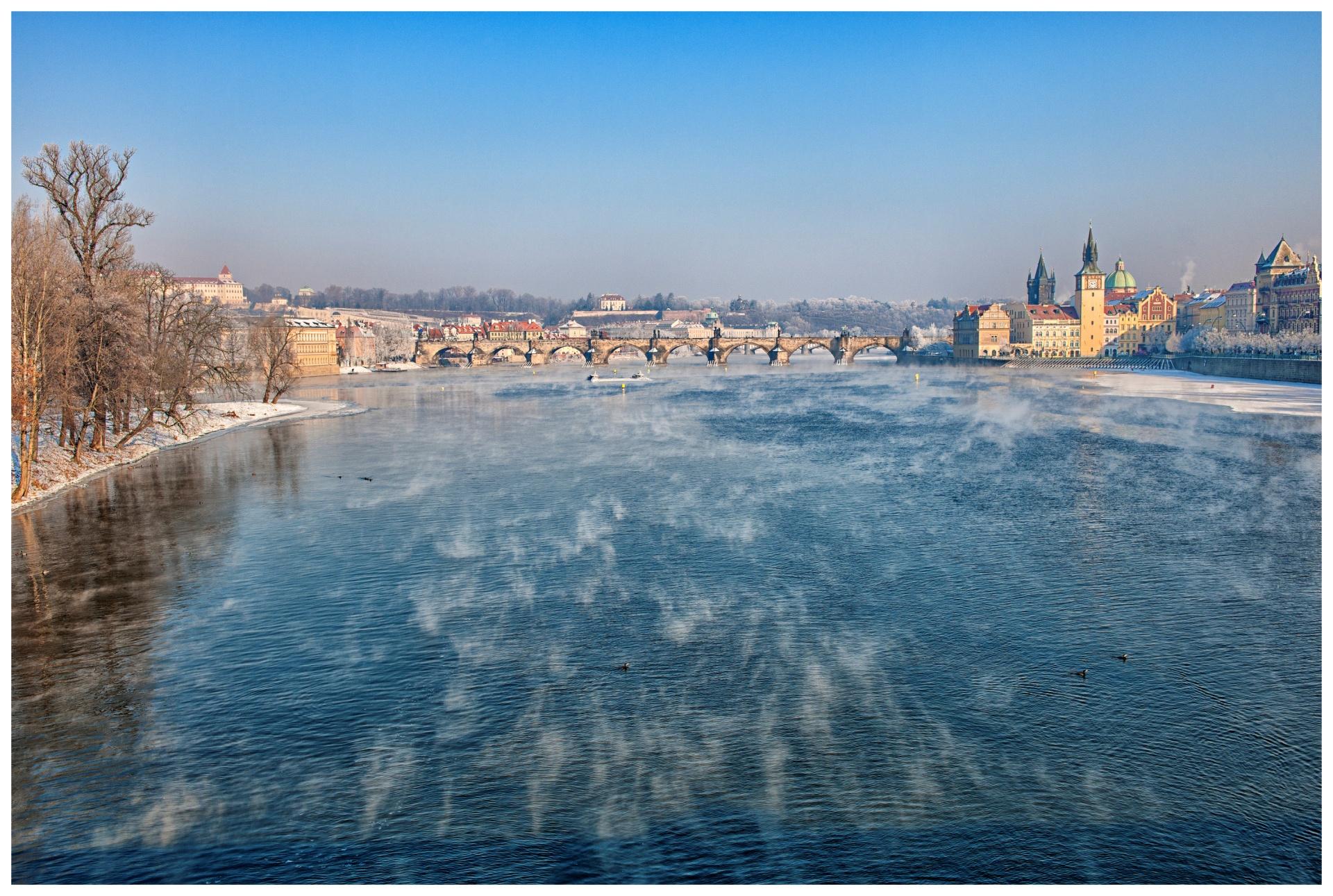 Pražské fragmenty/Prague Fragments © Stanislav Pokorný: Zimní ráno u Vltavy/Winter morning at Vltava River