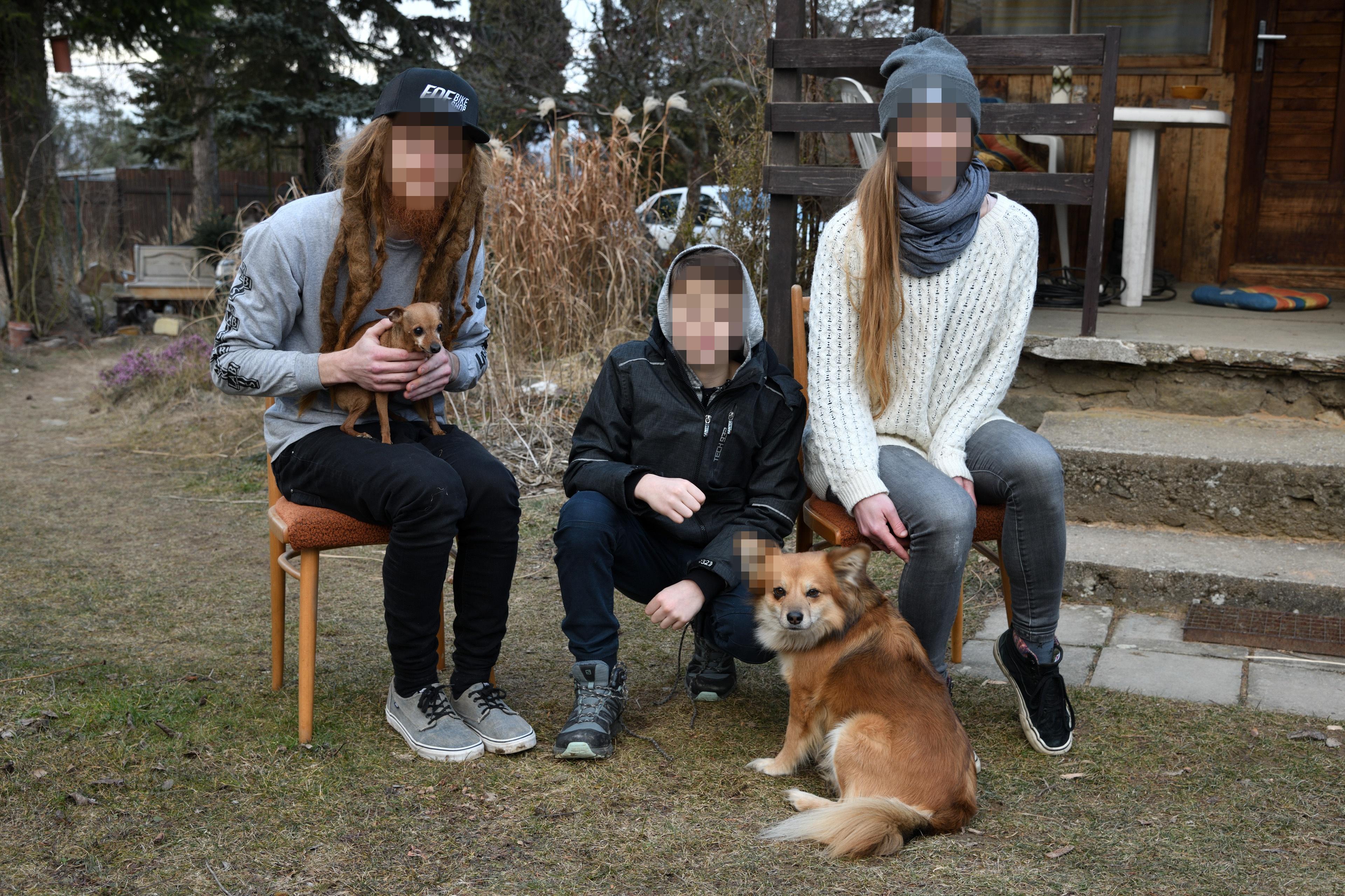 Funkci Anonymizace, respektive její detekci tváří, se na naší fotografii bůhvíproč zalíbilo i psí ucho :-)