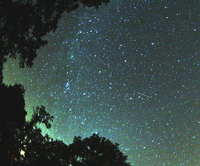 Perseidy a Mléčná dráha | Zdroj Wikipedia, foto Brocken Inaglory
